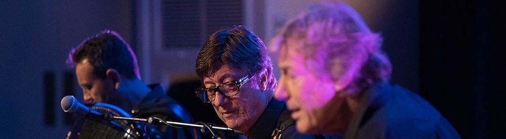 Hank Marvin and the band